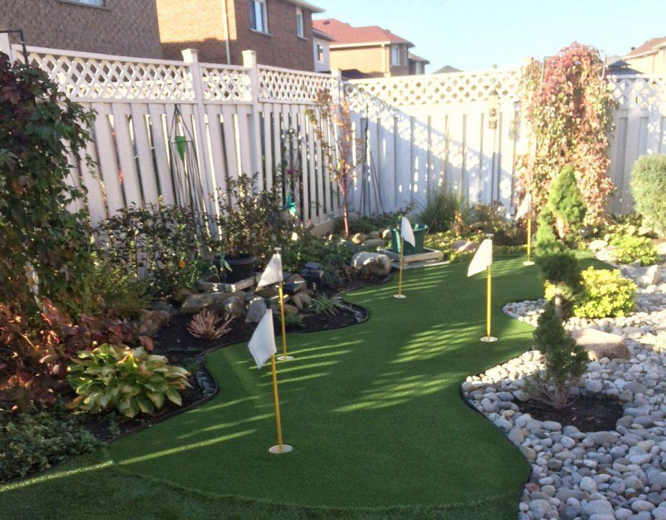 Extra curvy green winding through the garden