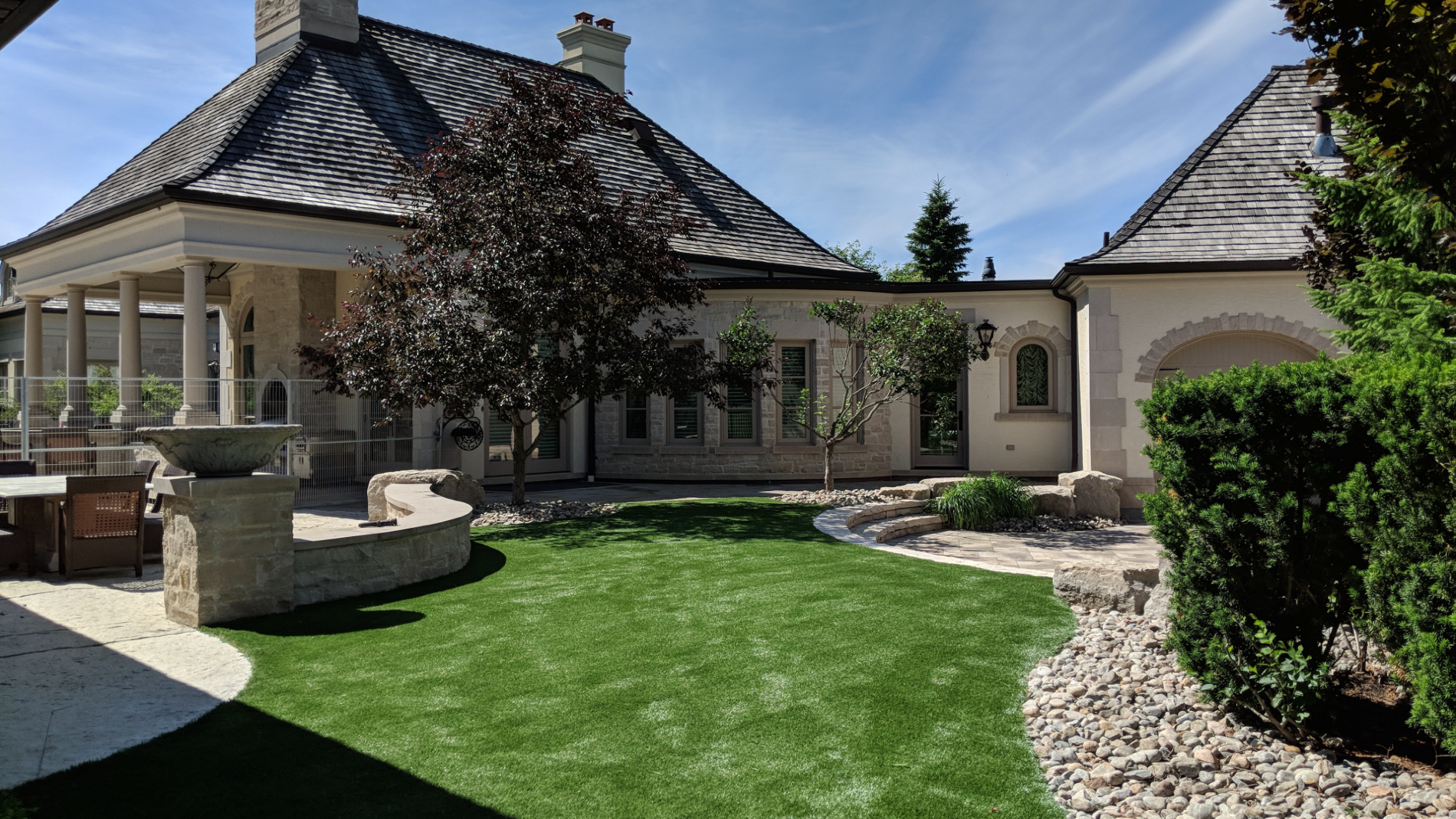 Beautiful Front Artificial Grass Lawn